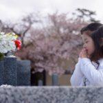 お墓に納骨する時期と手順について